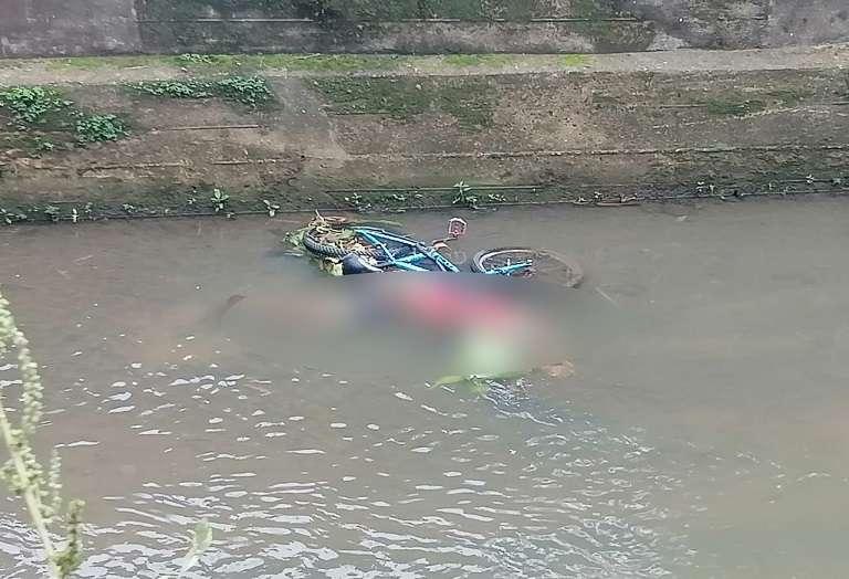Residentes ubicaron el cadáver a primera hora de hoy domingo.