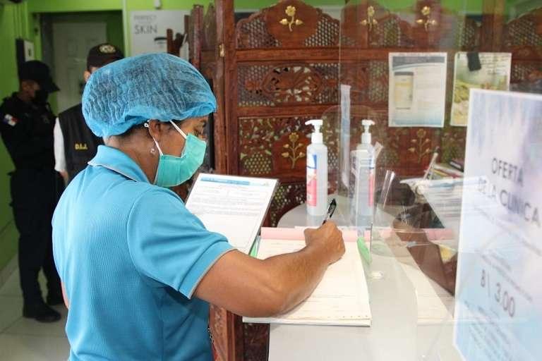 Cuatro personas ejercían sin idoneidad para realizar tratamientos estéticos, incluyendo a un médico.