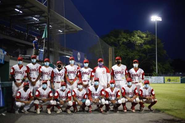 El equipo de Coclé vino de atrás para llevarse el título nacional del béisbol juvenil. Foto: Fedebeis