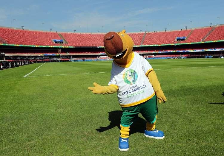 La mascota Zizito del torneo en el estadio Morumbí, en Sao Paulo (Brasil), donde el próximo viernes tendrá lugar el partido inaugural de la Copa América 2019. Foto: EFE