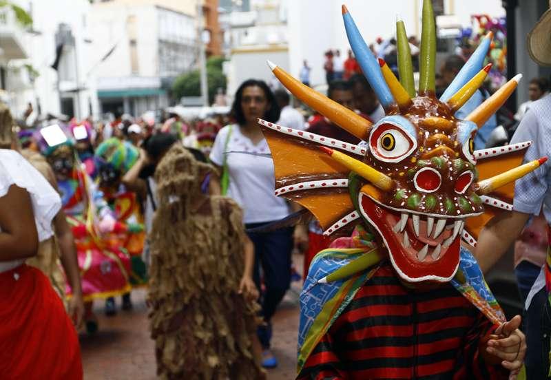 Primer Desfile de Danzas del Corpus Christi en el casco antiguo. Fotos: Edwards Santos