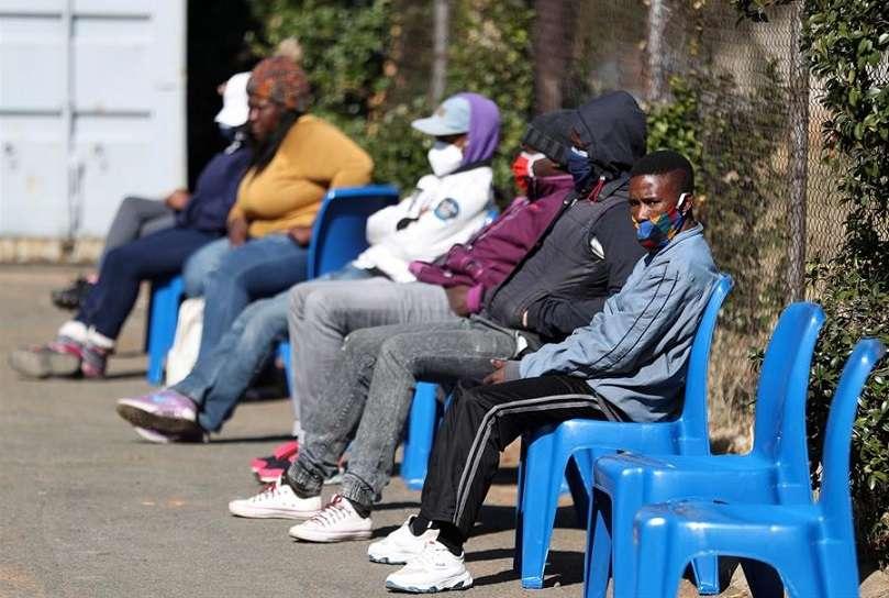 """""""En este momento, no hay evidencia de que la nueva variante vaya asociada a una mayor gravedad o peores resultados"""", informó el pasado día 19 el Gobierno sudafricano en un comunicado. EFE"""
