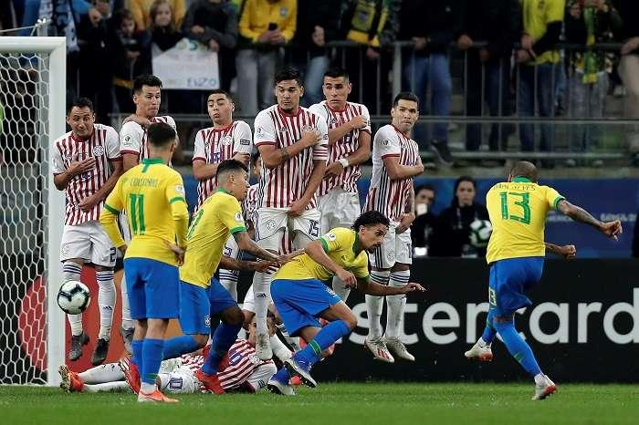 Los paraguayos hicieron la vida imposible a los brasileños esta noche./ AP