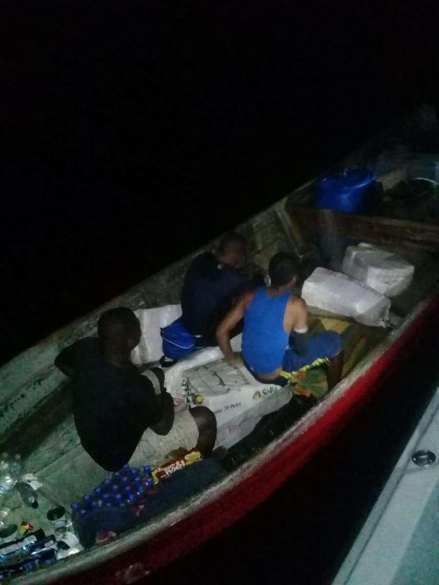 """La Fiscalía de Drogas inició la investigación en contra de los tres tripulantes de la embarcación que transportaba la droga. Van 10.7 toneladas de droga confiscada en la operación """"Escudo""""."""