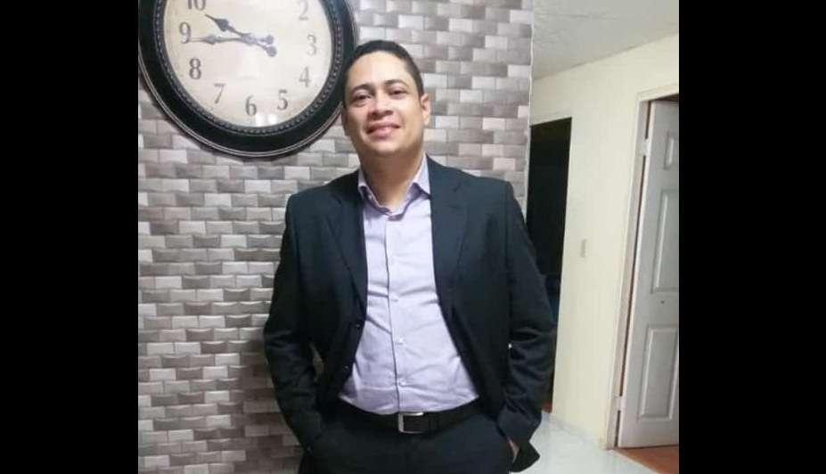 La última fotografía de la víctima, Eduardo Calderón, fue revelada hoy.