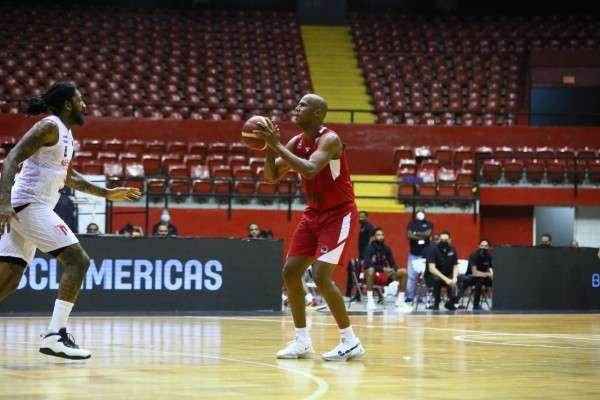 Ernesto Oglivie fue el mejor jugador de Panamá pero no fue suficiente. Foto: Caballos de Coclé
