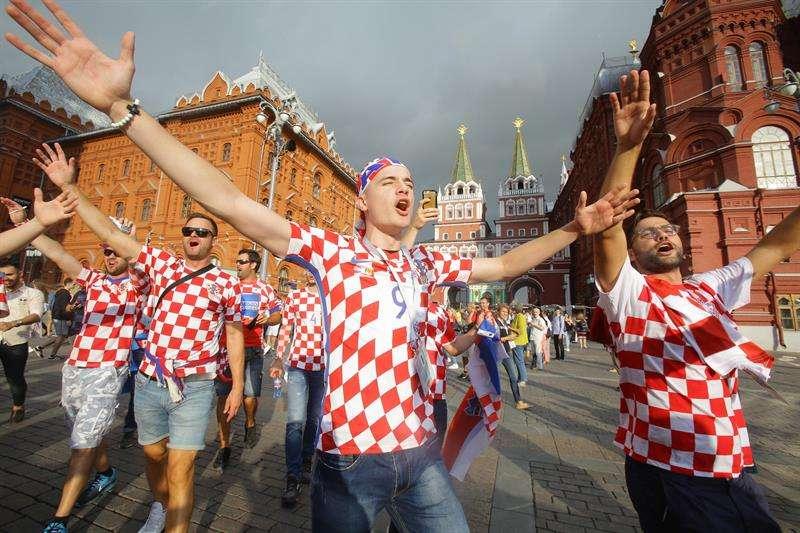 Los fanáticos de Croacia siguen de fiesta, por la clasificación de su selección a la final del Mundial de Rusia 2018. Foto EFE