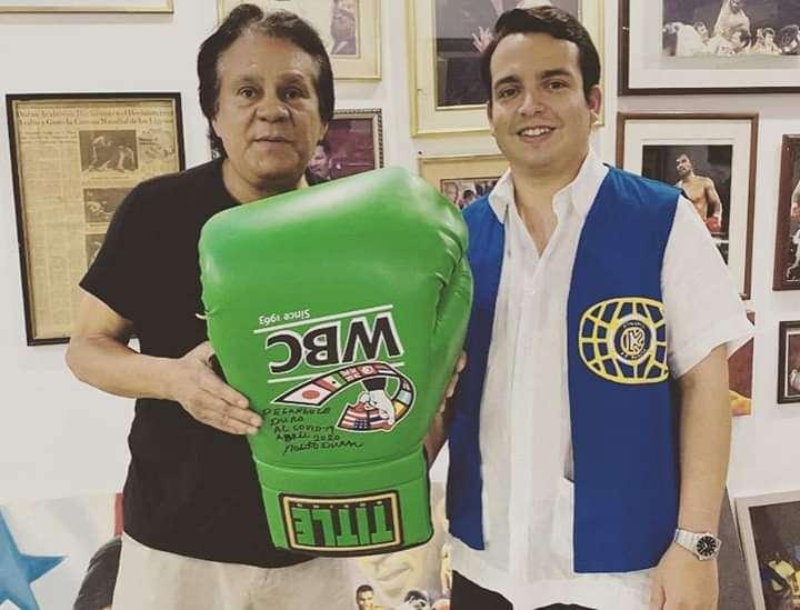 Recientemente Durán donó un guante autografiado al club Kiwanis para que lo subastara.