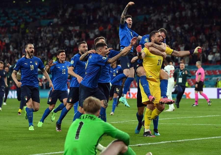 Los italianos celebran el triunfo./ Foto: EFE
