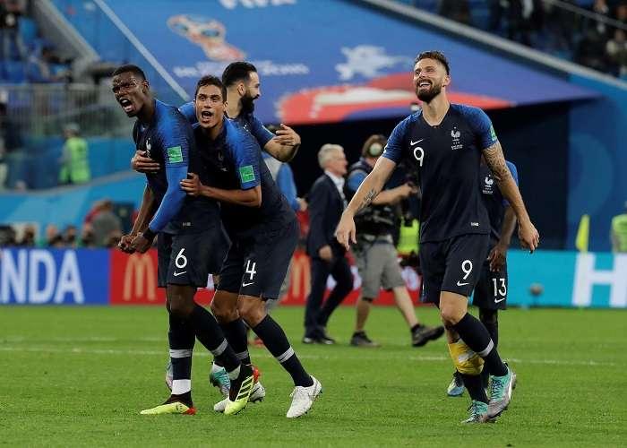 Jugadores franceses celebran la victoria tras el partido Francia-Bélgica, de semifinales del Mundial de Fútbol de Rusia 2018./EFE