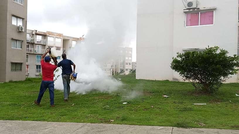 En el corregimiento de Vista Alegre, se procedió a realizar una jornada de desinfección en los edificios de Ciudad Esperanza, luego de confirmarse varios casos de coronavirus.