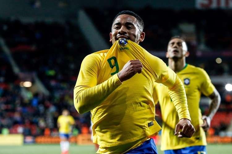 Gabriel Jesús de Brasil celebra su gol ante República de Checa. Foto: EFE