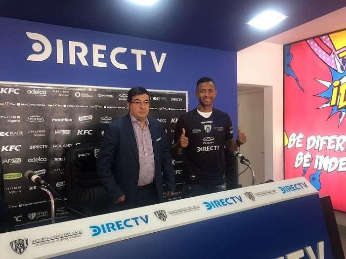 Gabriel Torres durante su presentación en el Club Deportivo Independiente del Valle. Foto: Twitter