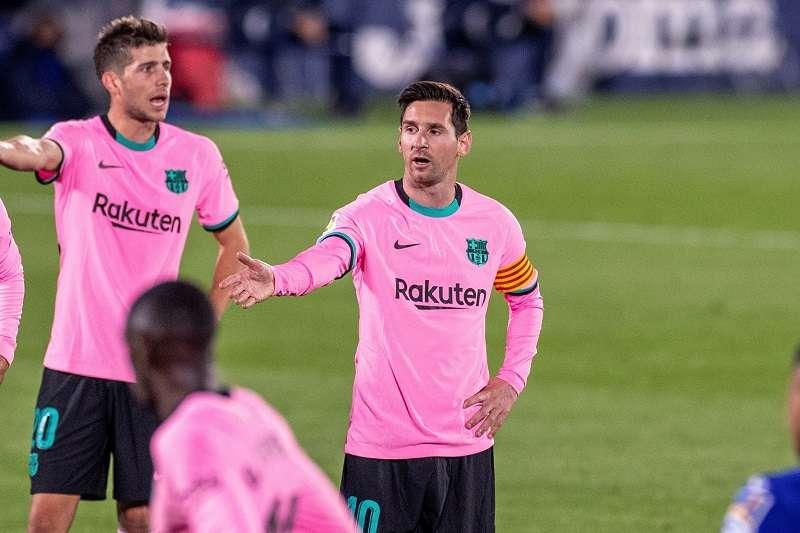 Leo Messi (c), durante el partido contra el Getafe. /EFE