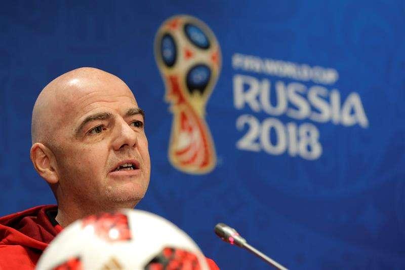 El presidente de la FIFA, Gianni Infantino, durante la rueda de prensa que ha ofrecido en el estadio Luzhniki (Rusia). Foto EFE