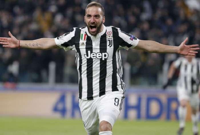 Gonzalo Higuaín en un partido con la Juventus./AP