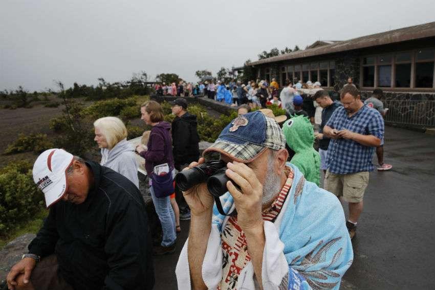 El Kilauea se destaca desde hace mucho en esta esquina de la Isla Grande, y es una fuente de orgullo, reverencia e inspiración, pero también de miedo. /  AP