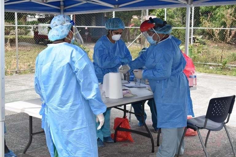 El Equipo de Respuesta Rápida realizó una jornada de hisopados en Ivu Dos Pinos, en Chiriquí.