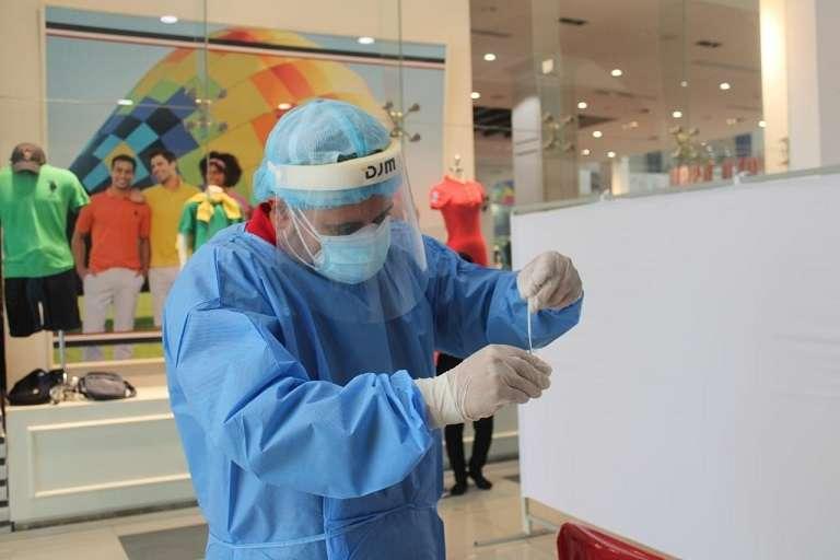 Jornada de pruebas de hisopados en el Santiago Mall.
