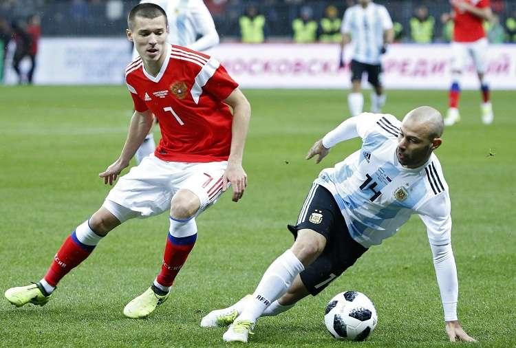 Javier Mascherano (derecha.) jugó todo el partido contra Nigeria. Foto: EFE