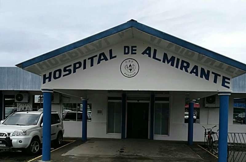 Agonizante, el joven fue trasladado al hospital de Almirante, pero falleció poco después de ingresar. / Foto: Mayra Madrid