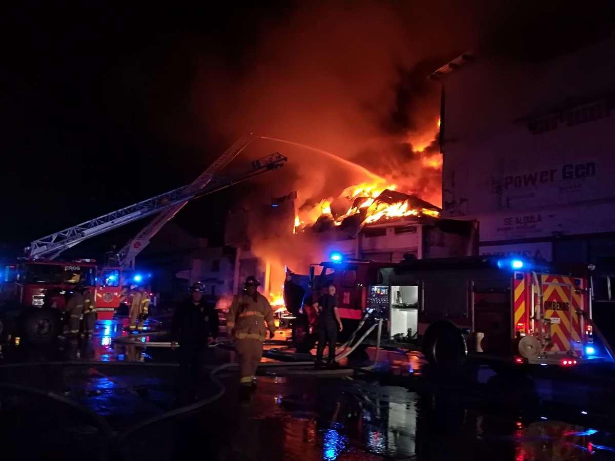 El fuego inició en la bodega de Panama International Tires, reexportadora de neumáticos. / Foto: Delfia Cortez
