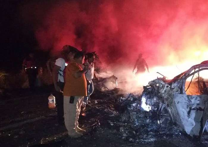 Accidente automovilístico en el kilómetro 85 de la carretera Acapulco-Zihuatanejo, en el poblado de Técpan de Galeana, Guerrero (México). EFE