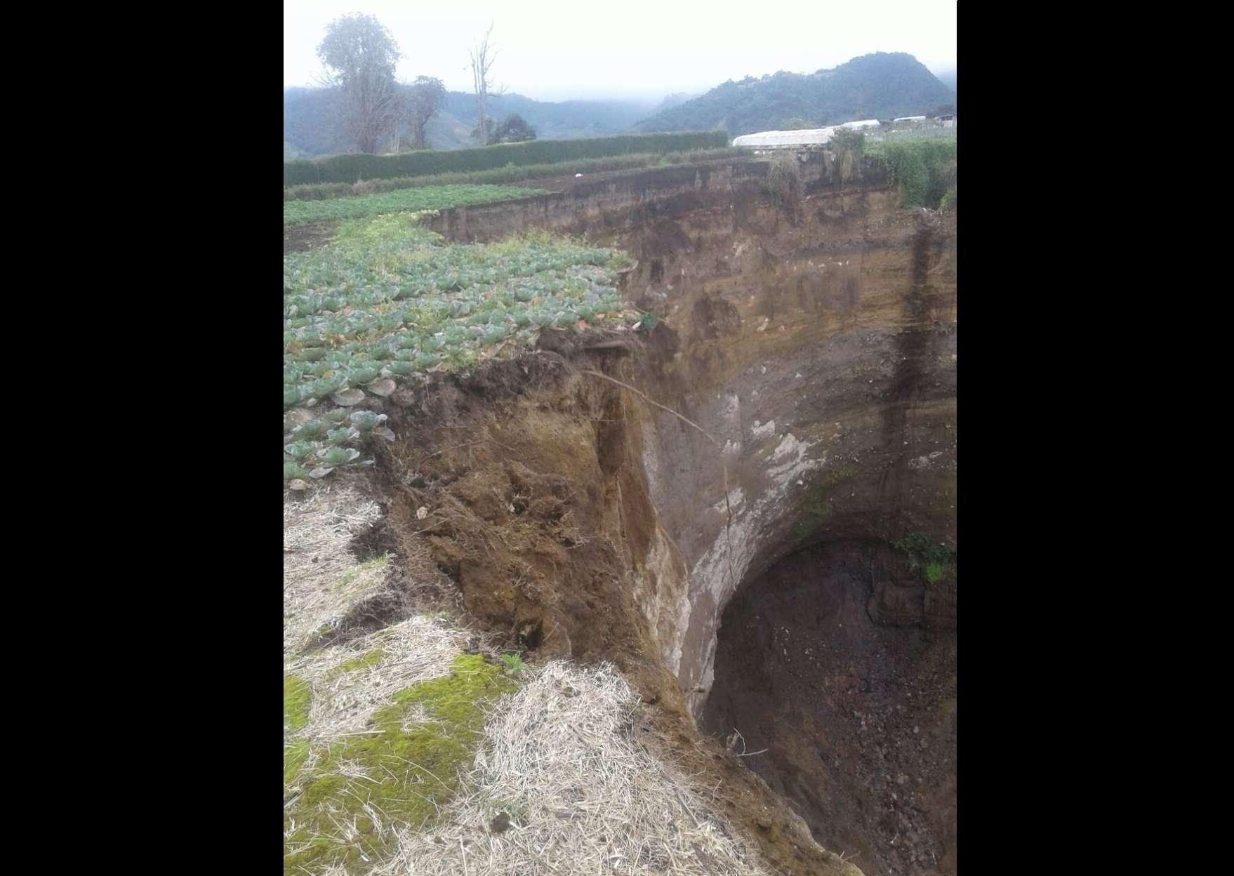 Este mismo lugar ya se han generado deslizamientos de tierra, porque en este punto pasa una quebrada la cual complica más el tema de las aguas. / Foto: José Vásques