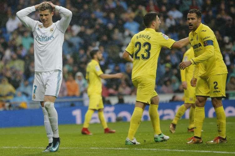 Jugadores del Villarreal celebran el gol que les dio la victoria sobre el Real Madrid. Foto: EFE