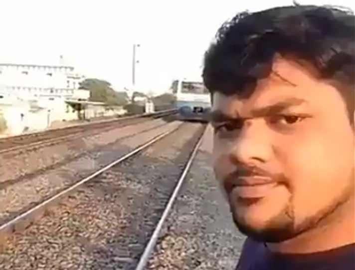 Realizar este tipo de práctica le pudo costar la vida. /  Captura de Video Viral Viral