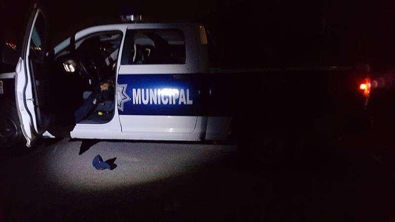 Fotografía de una patrulla falsa donde fueron encontrados dos hombres muertos en la madrugada de este lunes, en el municipio de Chilpancingo, estado de Guerrero (México).  EFE