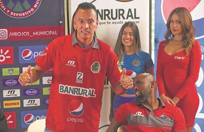Blas Pérez y Felipe Baloy, jugadores del Municipal/ EFE