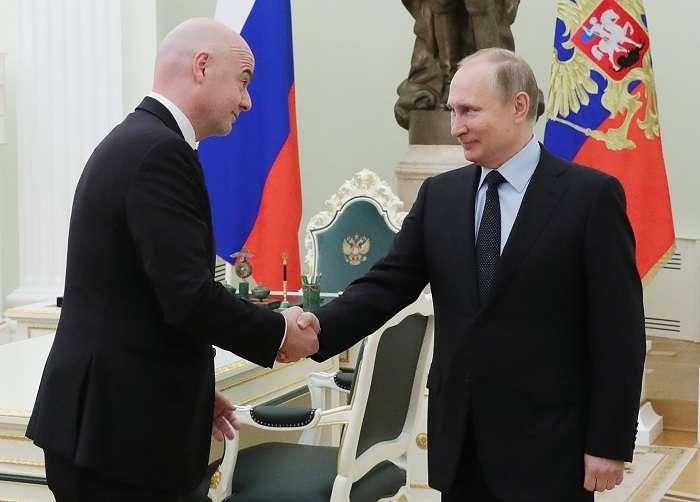 El presidente ruso, Vladimir Putin, recibe al presidente de la FIFA, Gianni Infantino/EFE