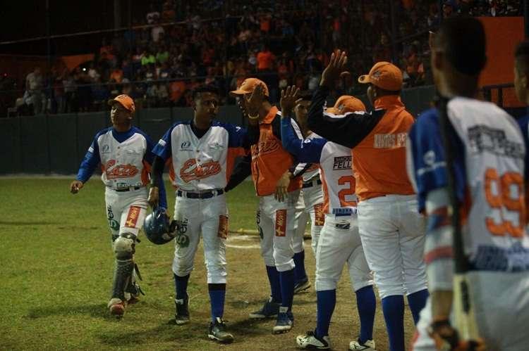 Jugadores de Panamá Este celebran su triunfo en el estadio José de la Luz Thompson. Foto: Anayansi Gamez