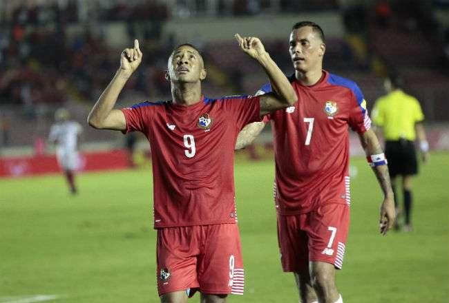 Gabriel Torres (izq.) y Blas Pérez son las figuras en el ataque de Panamá.