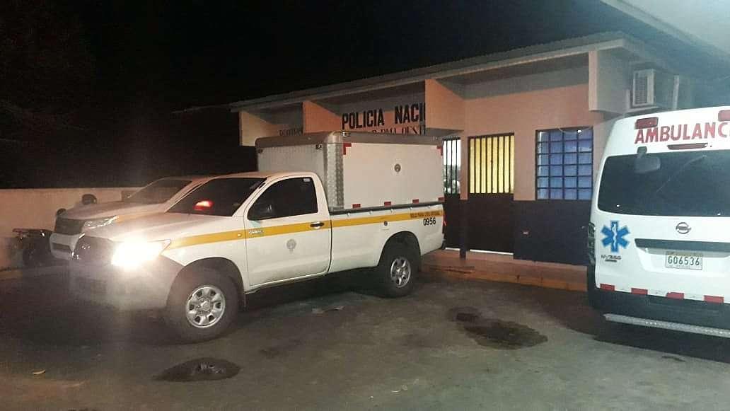 Personal del Ministerio Público realizó en levantamiento del cadáver en la morgue del hospital Nicolás A. Solano. Foto: Raimundo Rivera