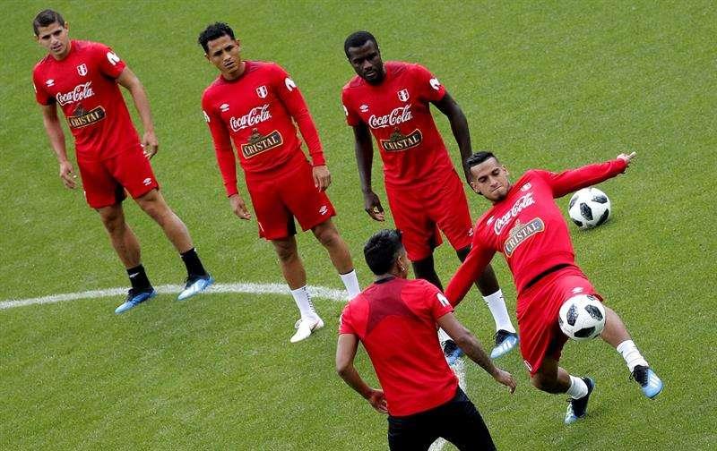 La selección de Perú se mantiene concentrada para su debut contra la selección danesa el 16 de junio. Foto EFE