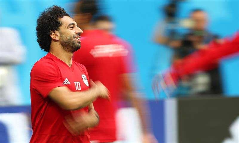 Salah corre con el balón y se entrena con normalidad a 24 horas del Rusia-Egipto. Foto EFE