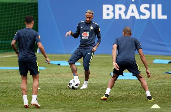 Neymar durante el entrenamiento de la selección de Brasil./EFE