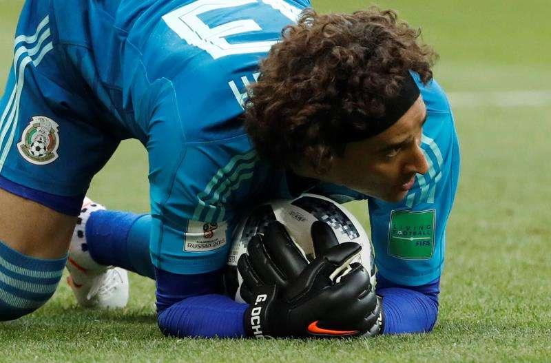Guillermo Ochoa solo ha permitido un gol en dos partidos en el Mundial de Rusia 2018. Foto EFE