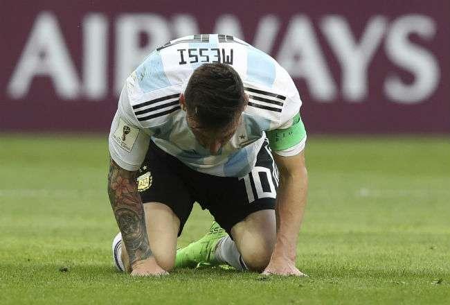 El jugador Lionel Messi muestra su frustración. Foto: AP