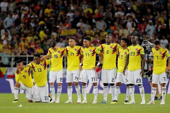 Los jugadores colombianos, durante la tanda de penaltis del partido Colombia-Inglaterra, de octavos de final del Mundial de Fútbol de Rusia 2018./EFE