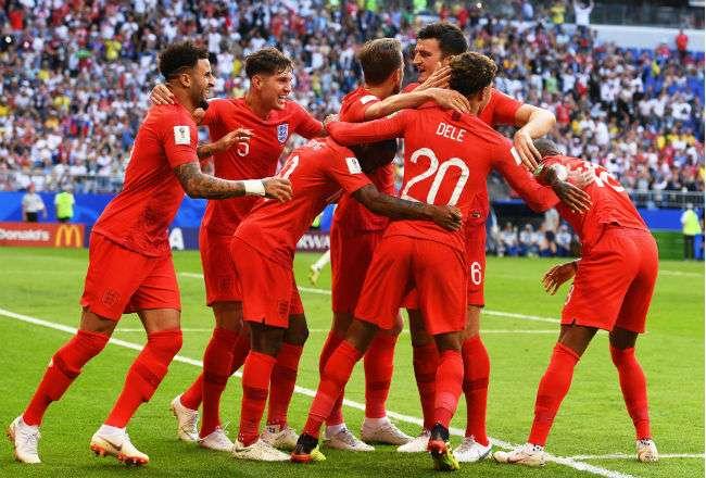La selección de Inglaterra celebra la clasificación a semifinales. Foto:EFE