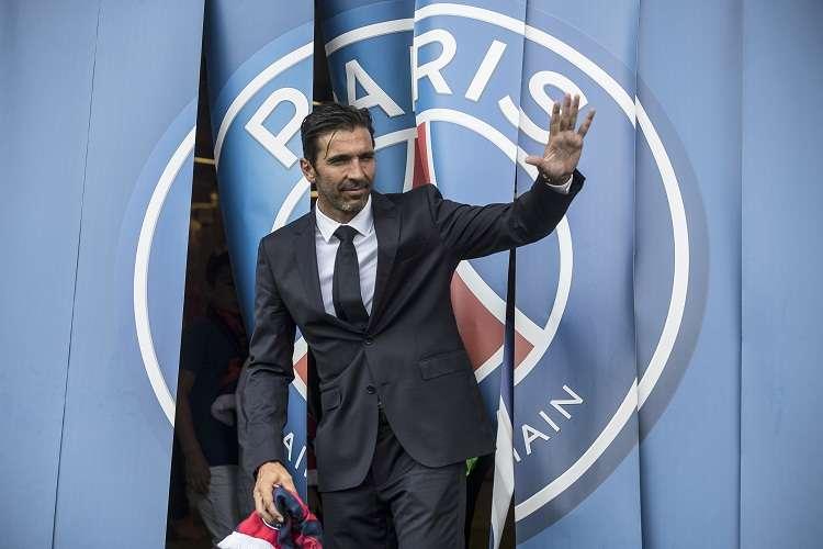 Gianluigi Buffon fue presentado hoy en el París-Saint Germain. Foto: AP
