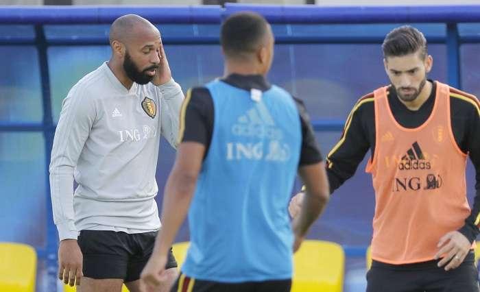 El asistente del seleccionador de Bélgica, el exfutbolista francés Thierry Henry, participa en un entrenamiento./EFE