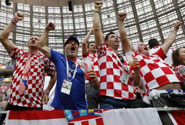 La afición de Croacia están listos para celebrar. Foto:EFE