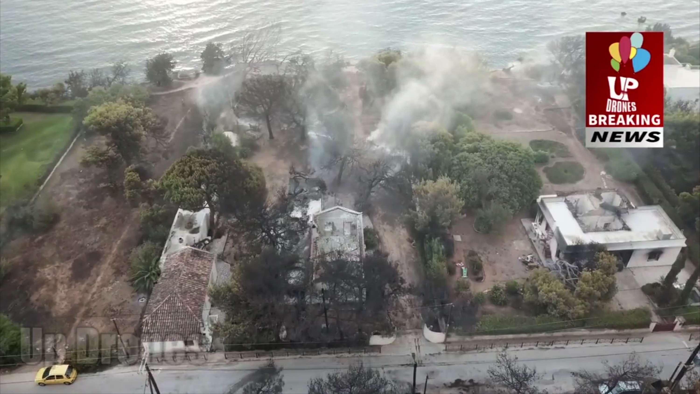 En esta vista aérea tomada desde un avión no tripulado, se muestra la devastación causada por los incendios forestales de Grecia, en el pueblo de Mati, al este de Atenas. AP