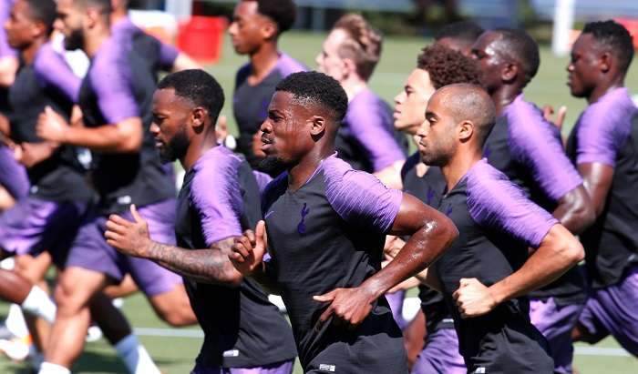 Los juagdores del Tottenham Hotspur entrenan en la universidad Loyola Marymount de Los Ángeles./EFE