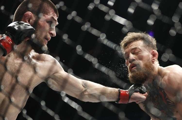 El ruso estiró su racha a 27 peleas invicto y mostró una superioridad abrumadora ante el irlandés. Foto: AP