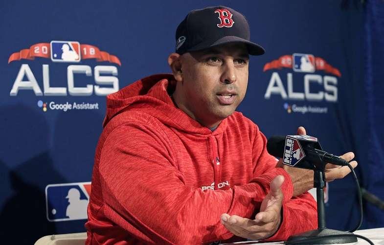 El puertorriqueño Alex Cora técnico de los Medias Rojas./ Foto AP
